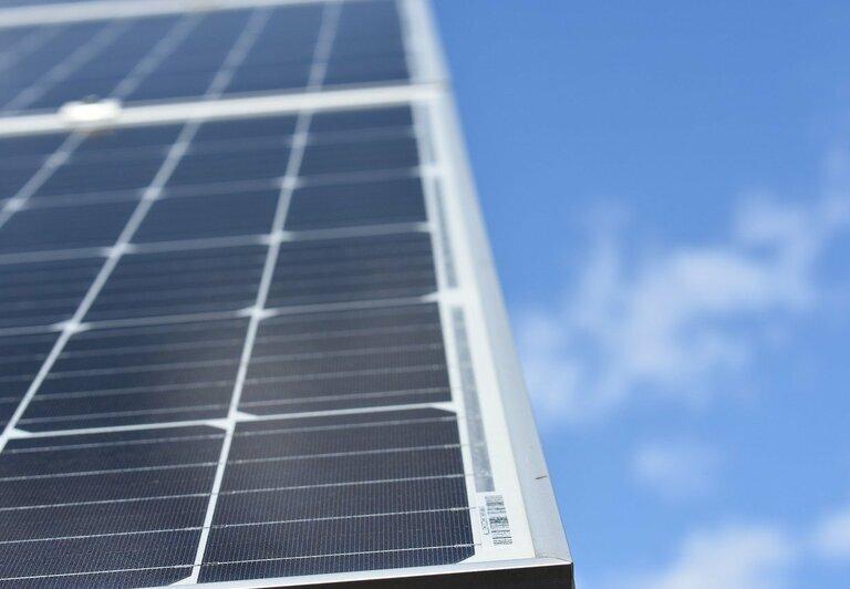 Paneles solares fotovoltaicos: Monocristalino, Policristalino y Bifacial.